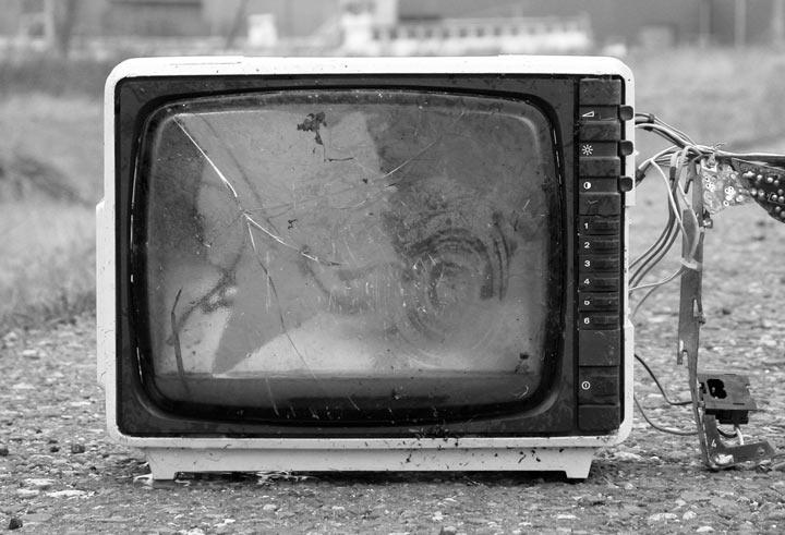Zničený televízor